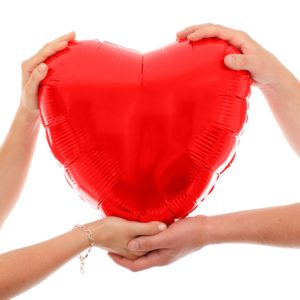 hands_holding_red_heart_205202